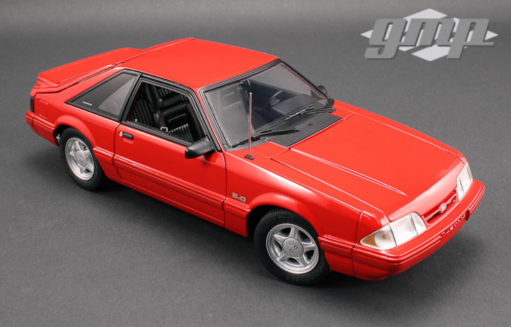 18804 - 1:18 GMP - 1:18 1993 Ford Mustang LX - Vermillion Red